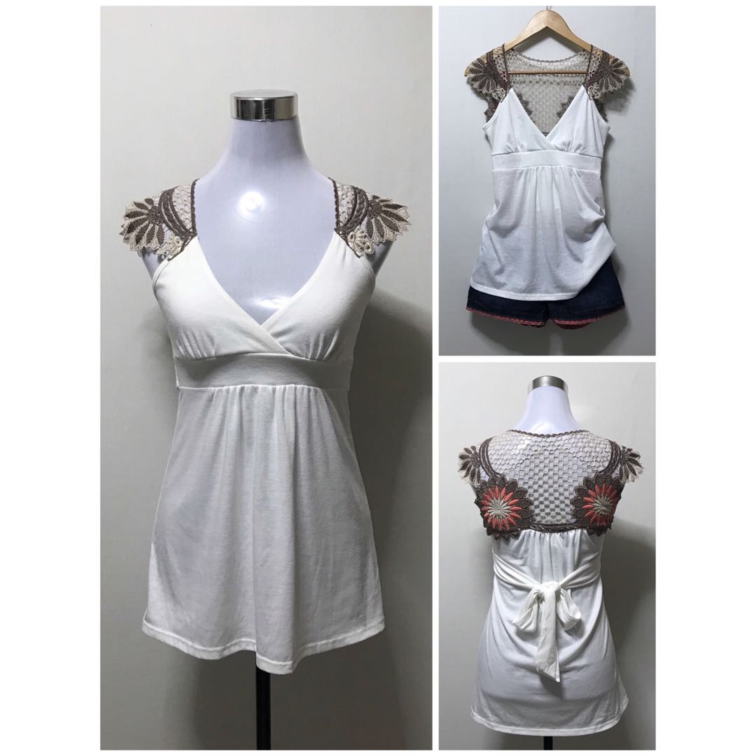 Good as NEW tops less 200.00