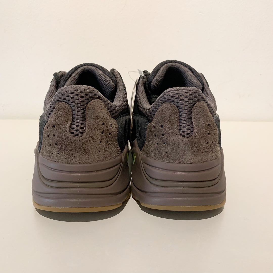 Super steal price yeezy 700 mauve US8.5 for $350