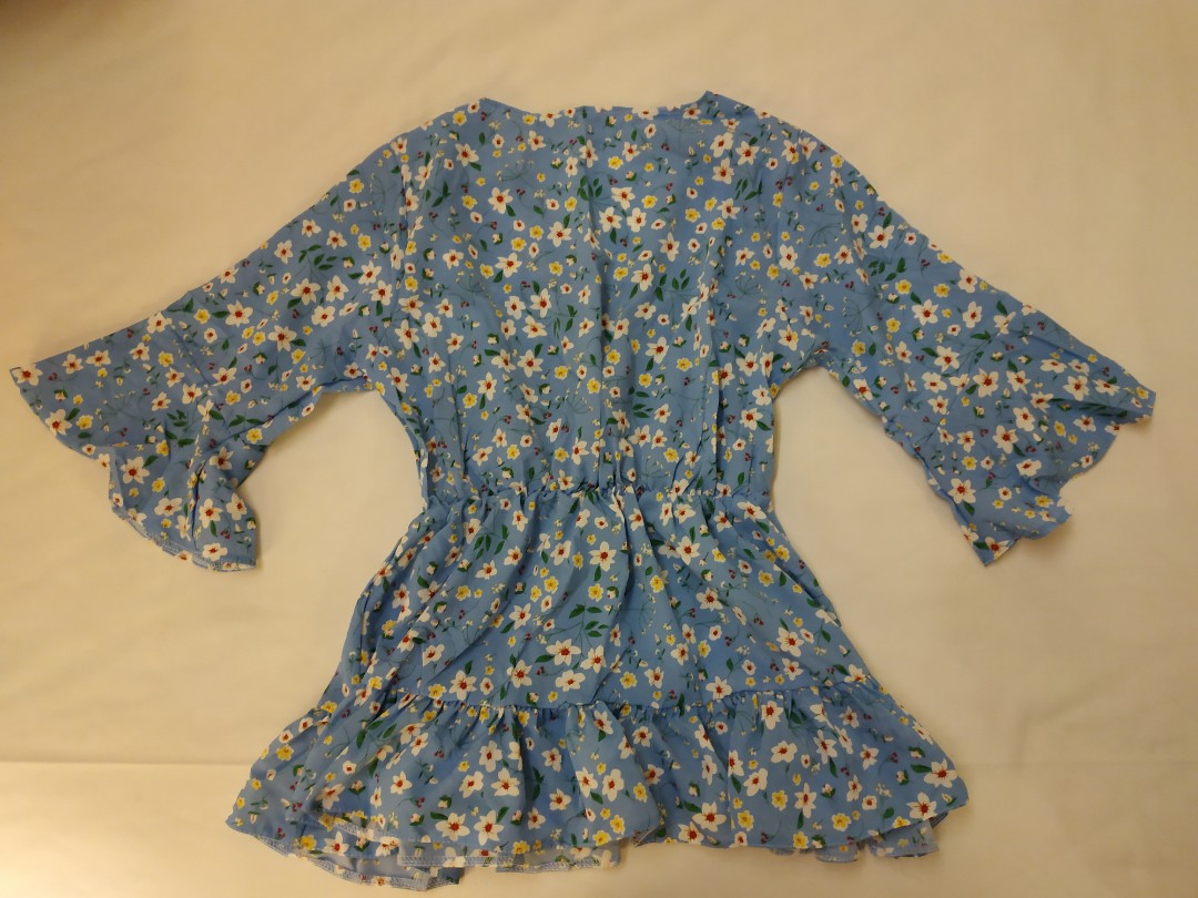 Selling women small size clothes!!