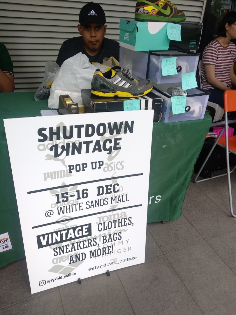SHUTDOWN VINTAGE POP UP