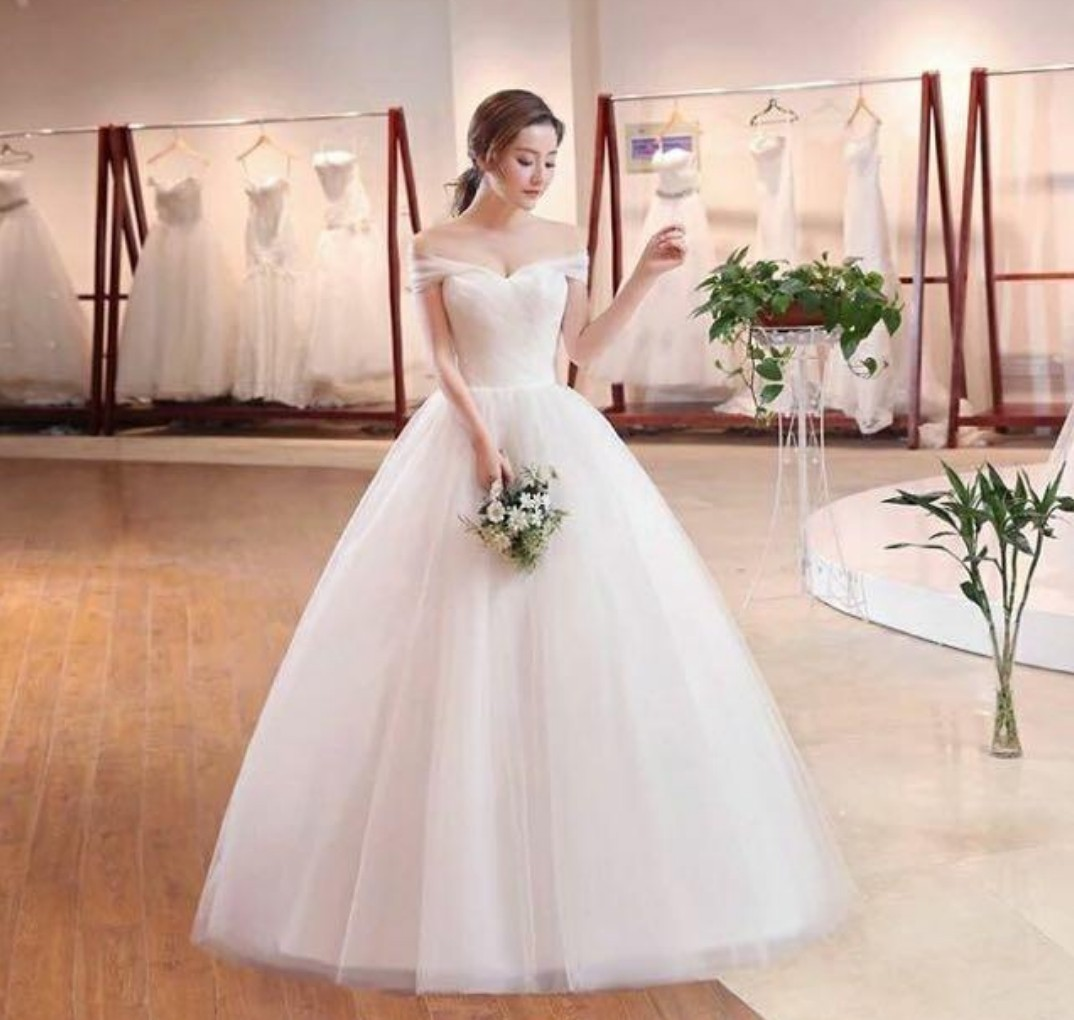 wedding dress/gown