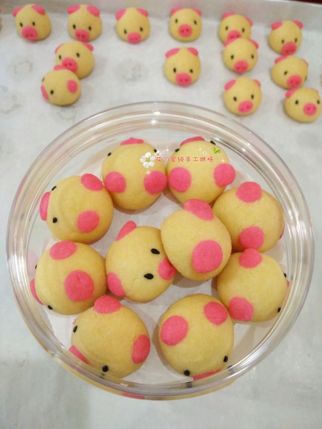 Small pig cookies