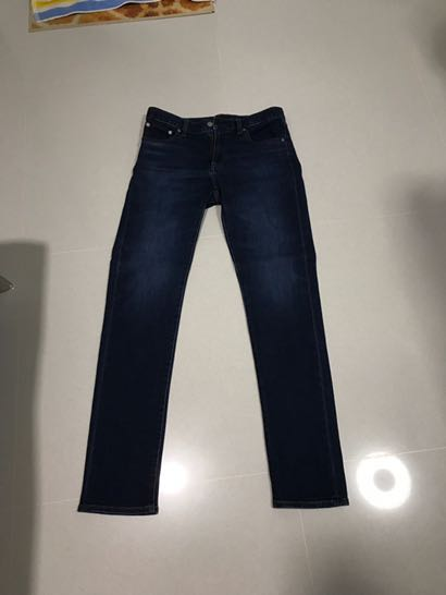Selling almost new slim fit jeans